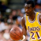 Michael Cooper. La defensa en medio del showtime.