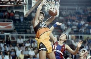 Carlos Montes, en su época como jugador del Estudiantes