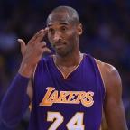 Kobe Bryant se lesiona en un hombro (vídeo)