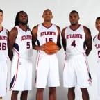 El quinteto titular de Atlanta nombrado Jugador del Mes en el Este. Harden, del Oeste