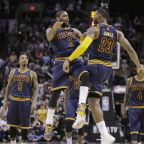 Los 57 puntos de Kyrie Irving para tumbar a los Spurs (vídeo)